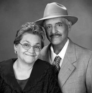 <b>09 de enero de 2005</b> <p> Sr. Jesús Salazar Macías y Sra. Basilia López de Salazar, en una foto de estudio con motivo de sus bodas de oro