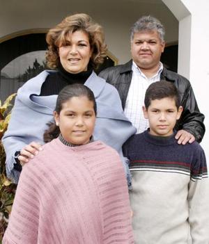 Familia Cárdenas González captada en reciente convivio.