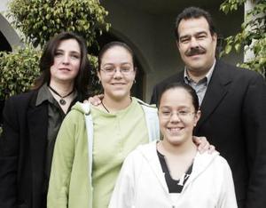 Familia González del Río captados en pasado acontecimiento social.