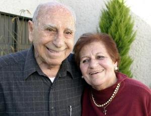 <b>12 de enero de 2005</b> <p>  Sr. Teófilo Murra Talamás celebró sus 90 años de vida con una agradable reunión que le organizó su esposa Sra. Yemile Giacomán de Murra.
