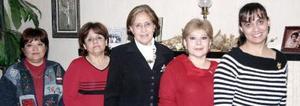 <b>13 de enero de 2005</b> <p> Lupita de Herrera, Paty  de Pérez Casas, Tedy de Castro, Lucy de Romo y Laura de Flores, Grupo de amigas que se reunieron para celebrar el Día de Reyes.