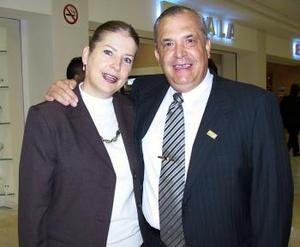 <b>14 de enero de 2005</b> <p> Jorge González y Flora Luz Navarrete viajaron a México DF
