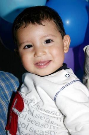 Jorge Arturo cumplio un año de vida y fue festejado con un convivio.