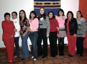 Mayela Guadalupe Rodr÷iguez Mireles acompañada por un grupo de amigos, en su última despedida de soltera.