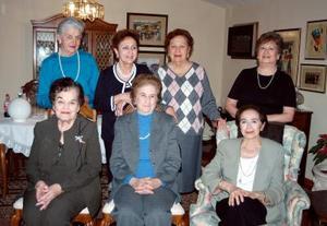 Reunión entre amigas de Mercedes Díaz de Rivera, Martha Hernández, Dorita Gámiz, Margarita Díaz de Rivera de Royo, Elena Ortueta, Nena Díaz Rivera y María Enriqueta Miranda .