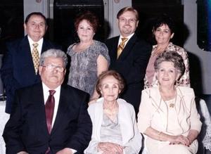<b>14 de enero de 2005</b> <p> Sra. Gene Medellín celebró su cumpleaños número 90, con una bonita fiesta  que le preparaon sus hijos.
