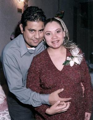 <b>14 de enero de 2005</b> <p> Marisol García Ramos captada en su fiesta de canastilla.
