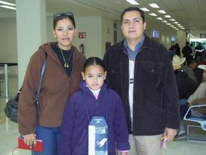 <b>15 de enero de 2005</b> <p> Fernando, Belinda y Raquel Rodríguez viajaron a Mazatlán.