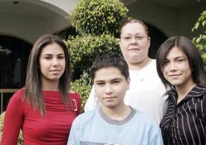 Familia González disfrutó de un ameno convivio en días pasados.