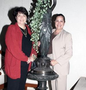 <b>15 de enero de 2005</b> <p>  Rosy de Armendáriz e Irma de Caldera.