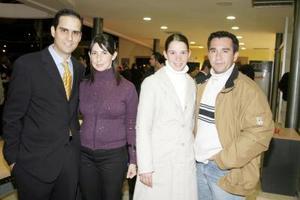 <b>15 de enero de 2005</b> <p> Pablo y Blanca Murra, Alex y Begoña Sada.