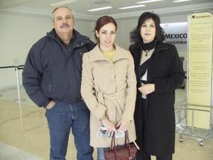 <b>16 de enero de 2005</b> <p>  Liliana Acuña y Lily  Villa  viajaron a León, Guanajuato y  fueron despedidos por Fernando Villa.