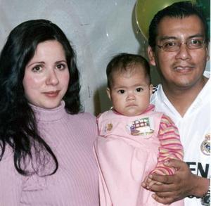 Luis Manuel Figueroa y Elvira de la Rosa  de Figueroa, le organizaron a su hijita Luisa  Fernanda Figueroa de la Rosa  una  merienda con  motivo de su primer año de vida.
