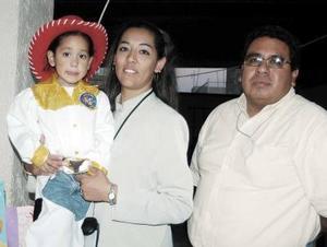 <b>16 de enero de 2005</b> <p>   Oscar y Luis Patricia de Gutíerrez festejaron a  su hijita Nitzia  Carolina  Gutíerrez, con motivo de su tercer cumpleaños.