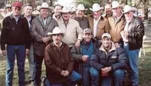 El pasado  27 de diciembre  en un rancho ganadero  del noerte de Coahuila, celebró su onomástico el Lic. Abraham Cepeda Izaguirre, acompañado  por   amistades.