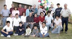 Sr. don Teofilo Murra Talamás celebró sus 90 años  de  vida el pasado  siete de enero, acompañado de  su esposa Sra. Yemile Giacomán de Murra, hijos, nietos y bisnietos.