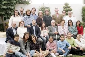 Integrantes de la familia González Iriarte departieron agradables momentos, en la reunión que tuvieron con motivo del Año Nuevo .