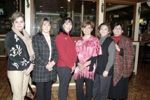 <b>17 de enero de 2005</b> <p> Laura S. de Robles festejó su cumpleaños con una amena reunión, en compañía de sus amigas Cata Bejarano, Patty de Alburquerque, Martha de Chibli y Caro de García .