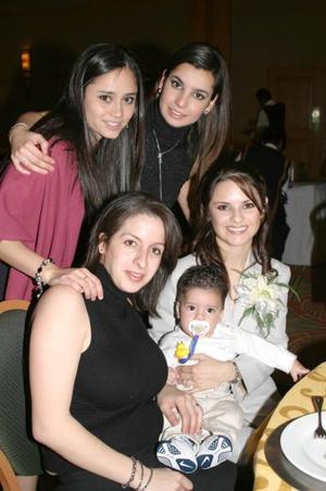 Carmen Martínez, Lydia Martínez, Ana Lía Jaidar, Meche Orozco y el bebé Rafita, en un agradable convivio