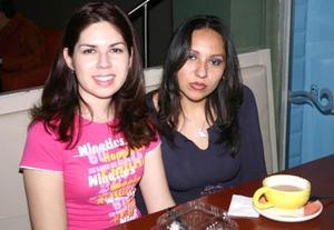 Giselle Camacho  y Arlene  Valdepeñas.