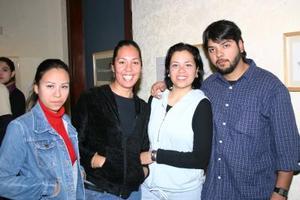 Karina García, Maribel García, Esmeralda Yañez y Poncho Lozano