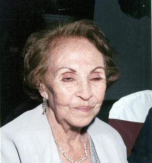 Sra. Gene Medellín disfrutó de un bonito convivio, conm motivode  sus  90 años de vida, que  le organizaron su  familiares.
