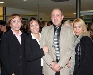 Lina, Sonia y Nancy Ortiz y Francisco  Guardado.
