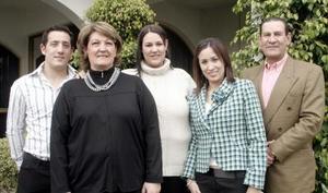 Familia Macías González , captados en agradable convivio hace unos días.