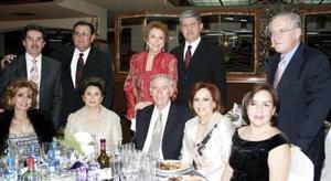 Guillemo Macouzet y señora; Antonio Kuri y señora; Perfecto Gallegos y señora; Julio Villalobos y señora; Michael Zreik y señora.