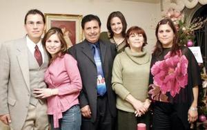 <b>18 de enero de 2005</b> <p> Víctor, Luzma, Víctor M., Fernanda, Clelia Marcela Hernández Padilla, en una agradable reunión familiar .