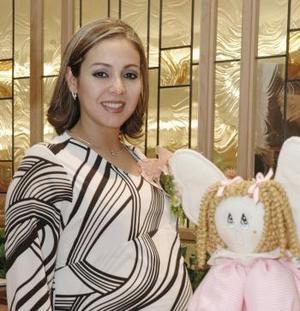 Dalia Rodríguez de Méndez espera el nacimiento de su primer bebé para los primeros días de febrero, motivo por el cual disfrutó de una fiesta.