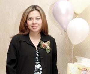 <b>18 de enero de 2005</b> <p> Adalcinda Duarte  de Cassani recibió lindos regalos en su fiesta de canastilla
