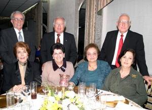 Matilde Moscoso de Ruenes, Raúl López Fernández, Esperanza Aranzábal de López, Emma Constantino de Murra, Marina de Pruneda y Graciano Pruneda.