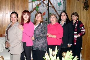 Rossy de Armendáriz, Alma Ochoa, Silvia de Ibarra, Lupita Gaucín y Diana de Triana socias del club de Jardinería en reciente sesión de trabajo