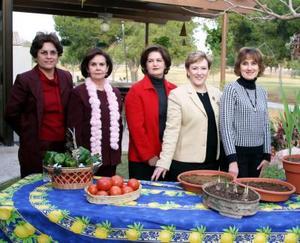 <b>19 de enero de 2005</b> <p>  Sylvia de Maisterrena, Luz María de Russek, Cristina de Morales, María Teresa de Fernández y María Elena de García.
