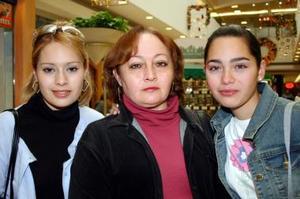 Ale, Nena y Caro Chapa.