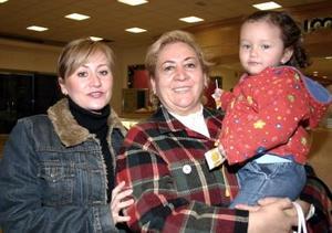 Mónica González, Rita de González y María José Hamdam.