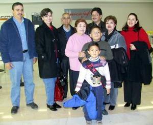 <b>19 de enero de 2005</b> <p> Las familias Valtierra Padilla y Aranda viajaron a Tijuana y fueron despedidos por Eleazar Vega.