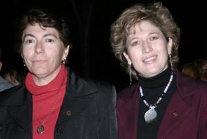 <b>20 de enero de 2005</b> <p> María Guadalupe Martínez y Sofía Enríquez.