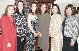 Hildeliza Fllores Aguirre junto a Iliana de Flores, Patrica de Montes, Clara de Garnier, Ángeles de Montes y Diana de Flores.