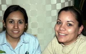 <b>21 de enero de 2005</b> <p> Ana Karina Castillo y Zaide Zúñiga.