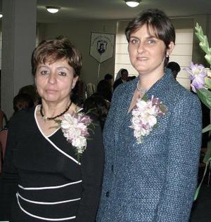 Laly de Martínez acompañada de Mary Carmen Calleja  de Sesma.
