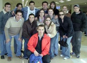 <b>20 de enero de 2005</b> <p> Ana Diez y Rogelio Martínez viajaron a Francia  y fueron despedios por sus amigos.