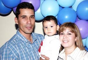 <b>22 de enero de 2005</b> <p>  Jorge Arturo Aguilar Velázquez disfrutó de una merienda  que le organizaron  sus papás, con motivo de su primer cumpleaños.