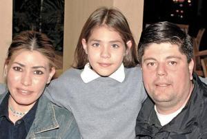 <b>22 de enero de 2005</b> <p> Yolanda de Gómez, Corecia Gómez y Jesús Gómez