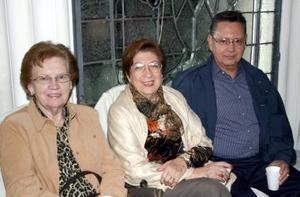 <b>22 de enero de 2005</b> <p> Suce Huerta, Carolina de Obregón y Carlos Obregón