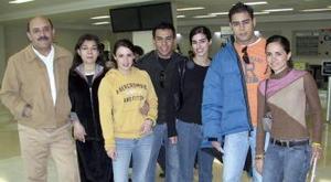 <b>23 de enero de 2005</b> <p>  Hugo Anaya viajó a Praga y  lo despidió la  familia Anaya y amigos.