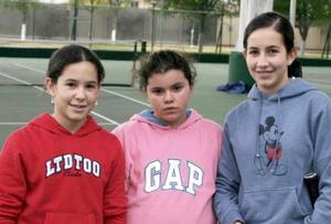 - Lorena Murra, Cecy Moncholi y Yola Murra.
