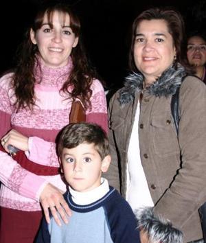 - María Luisa Torres de Martínez, Aldaìr Martínez Torres y Elvira Cuéllar.