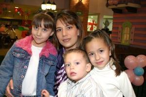 Mónica Aguilera, Valeria Ollivier, Alberto Ollivier  y Daniela Aguilera.